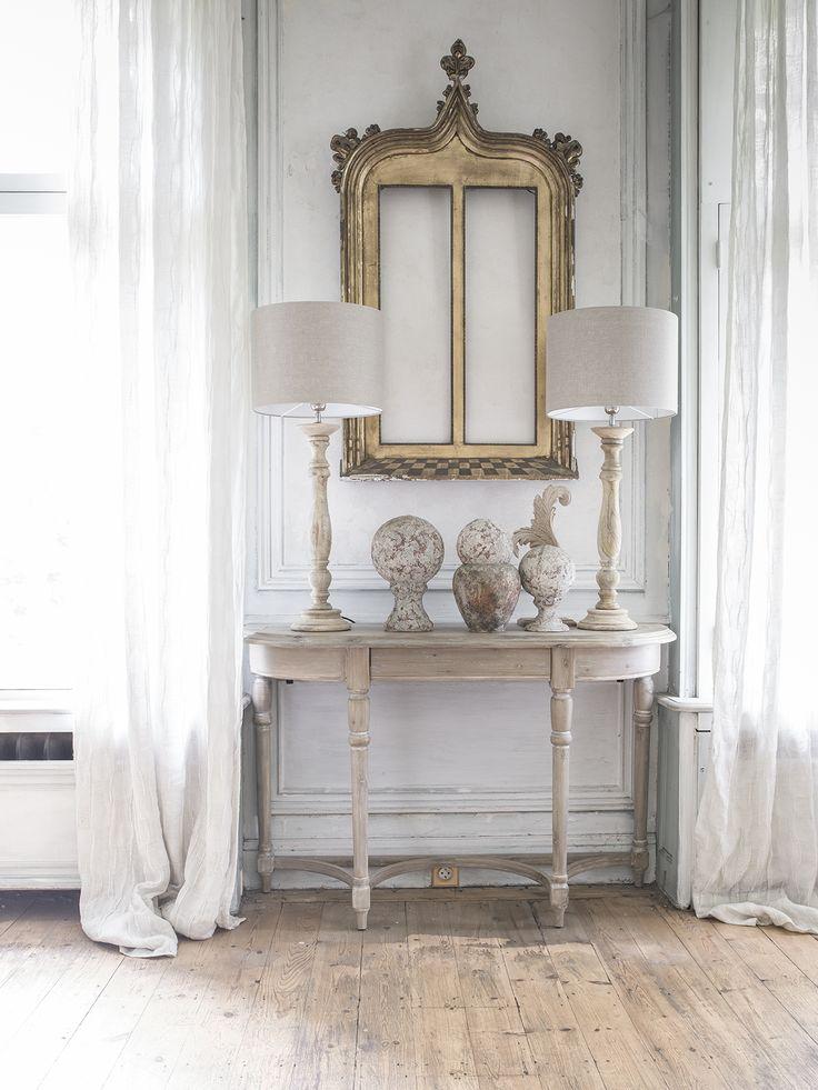 Influencee Par Le Style Regence Ile De France La Collection Chenonceau Revele Une Ligne De Me Mobilier De Salon Meubles Maison De Poupee Deco Maison