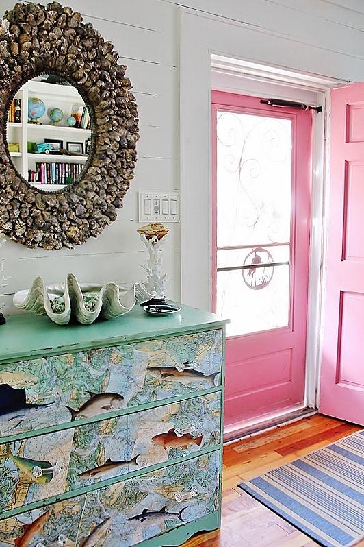 pink screen door with a flamingo on it.   <>