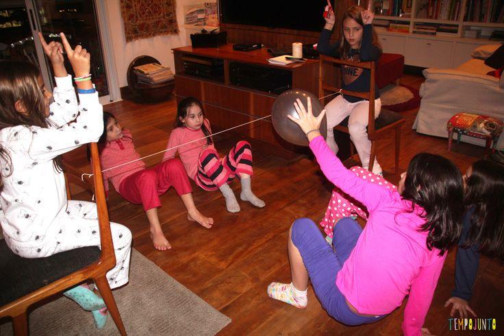 Futvôlei de bexiga e outras brincadeiras para quando os amigos dos filhos vêm brincar