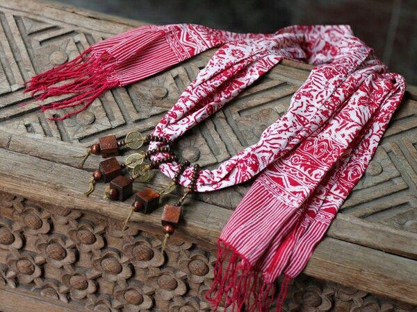 Sen shawl necklace - stamped batik parish shawl  Price : idr 90k  WA +6285229848246 LINE @ingsun [pakai @ yaa..] BB pin 7ce3de2a  #batik #batikindonesia #indonesia #jumatbatik #kebaya #tenun #kartini #bajuetnik #kalungetnik #asesorisetnik #kalungbatik #ethnicnecklace #ootd #photographysouls #ethniclook #vintage #antique #ethnicscarf #ethnicshawl #batikscarf #batikshawl #handmade #localbrand
