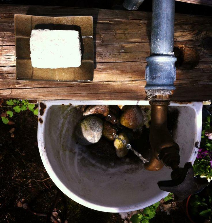 Savi-M saippua-alunen, keramiikkaa. Soap Factory, suolasaippua erityisesti kuivan ja herkän ihon ystävä.