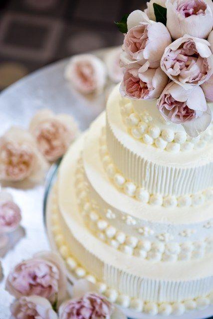 アルモニーテラッセ ウエディングホテル 結婚式場写真「ウエディングケーキは、パテシィエと直接打ち合わせをして世界に一つだけのものを!マカロンをのせたり、イチゴたっぷりのケーキ。生花を使ったスタイリッシュなデザインのものも!!」 【みんなのウェディング】
