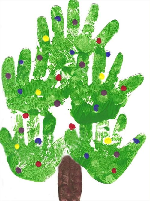 São nada menos que 35 sugestões de arte para o Natal carimbando a mão das crianças. Papai Noel com mãozinhas, árvore de Natal com mãozin...