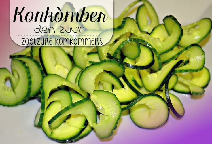Konkòmber den Zuur - Dit is waarschijnlijk hét eenvoudigste recept op onze site. Toch zijn goed gemaakte konkomber den zuur een onmisbare toevoeging bij bijna elke maaltijd.Het zuur in de komkommers breekt het vet af v...