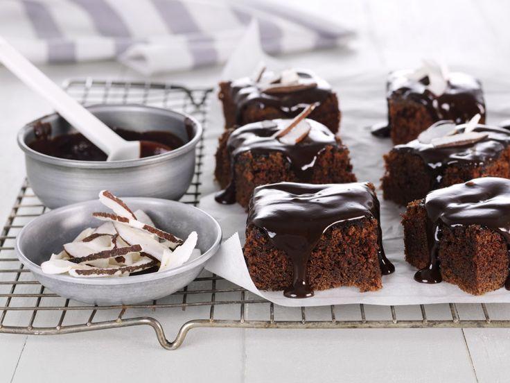 Dugnadskake med kokos og sjokoladeglasur