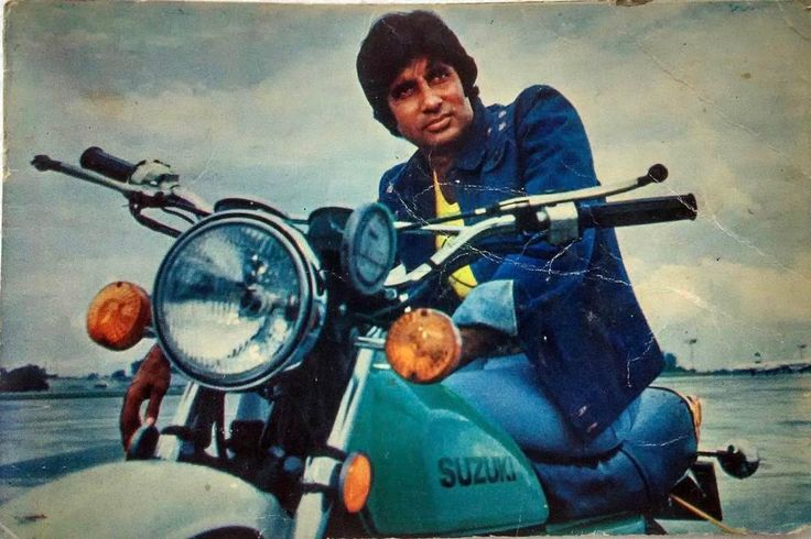 """215 Likes, 2 Comments - muvyz.com (@muvyz) on Instagram: """"#muvyz062617 #BollywoodFlashback #70s #postcard #AmitabhBachchan ️ #whichmuvyz #GuessTheMovie…"""""""