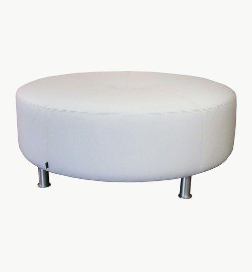 Sittpuff tillverkad efter kundens önskemål med diametern 110 cm och sitthöjden ca 45 cm. Ben i borstad aluminium, höjd 12 cm. Sittpuffen har en stor knapp i mitten och sömmar på ovansida enligt ritning.  Skinn: Lambada från Nevotex Färg: 10458 bianco