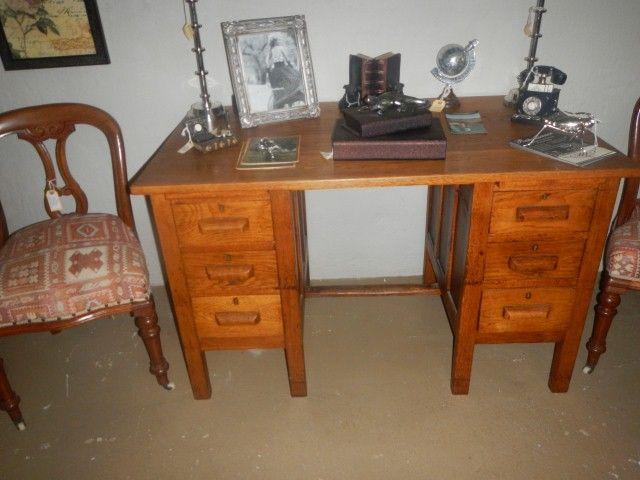 Vintage Oak desk R3200