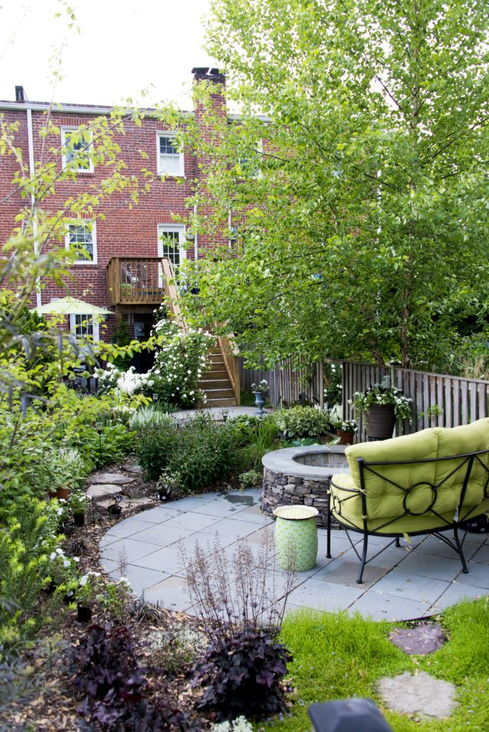 Cozy Townhouse Garden Retreat In Alexandria Va Small Backyards Can Be Beautiful And Packed With Patio Garden Design Townhouse Garden Courtyard Gardens Design