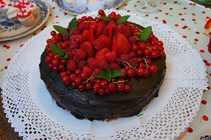 Cumpleaños Amelia 3 años / Torta de nuez con manjar y berries