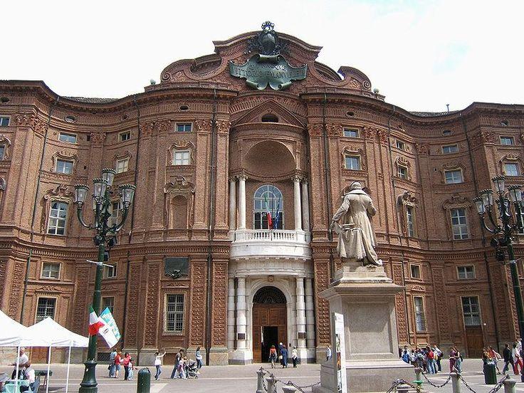 Палаццо Кариньяно (итал. Palazzo Carignano) — туринская резиденция кариньянской ветви Савойского дома. Дворец, известный своим пышным вогнуто-выпуклым фасадом в духе Борромини, был построен в 1679 году по проекту священника Гварино Гварини.