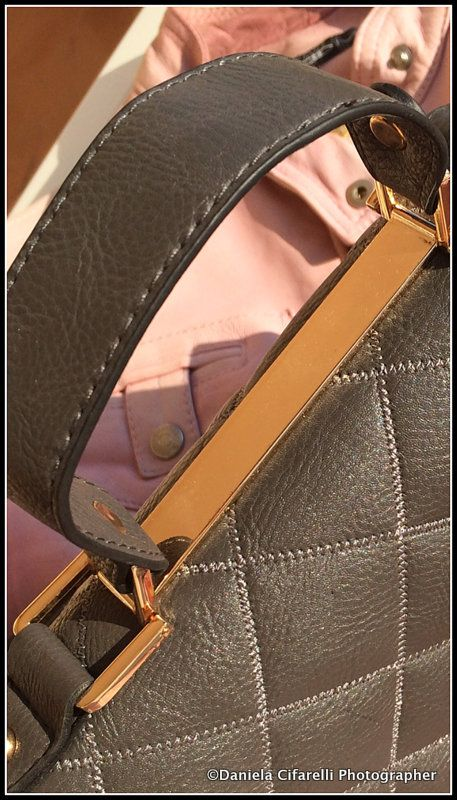 Quilted look shoulder bag - Really Classy!