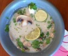 Tom Ka Gai (Thailändische Kokossuppe mit Hühnerfleisch)