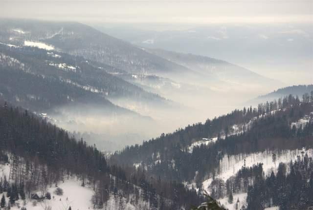 Google Image Result for http://www.tenpieknyswiat.pl/fotki/albums/20090307_Beskid_Slaski/Szczyrk-smog.jpg