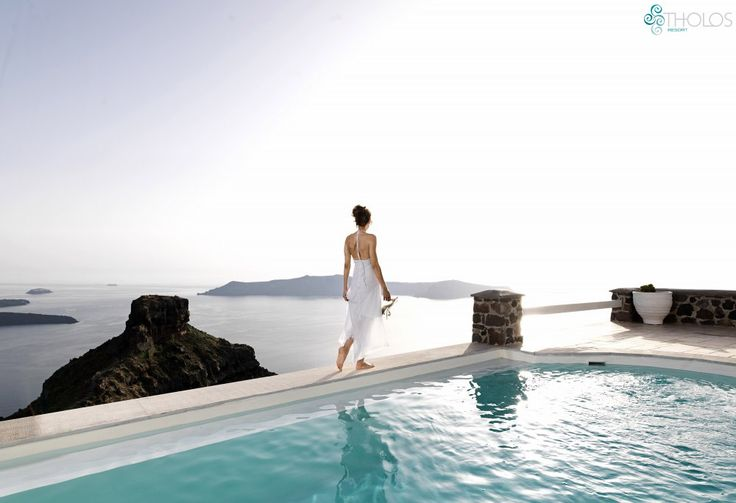 Walking barefoot on the edge of Paradise! #Santorini #moments More at tholosresort.gr/santorini_hotel_photogallery/