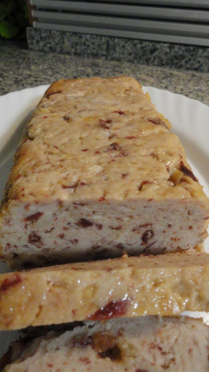 Este pastel es muy fácil de preparar, se puede comer frío o caliente   Ingredientes:    750 gr. de pechuga de pavo  150 gr. de ja...