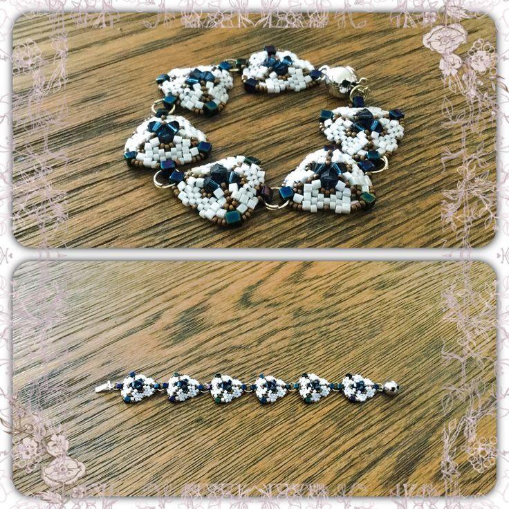 Bracelet en perle blanc et bronze : Bracelet par atelier-de-delphine