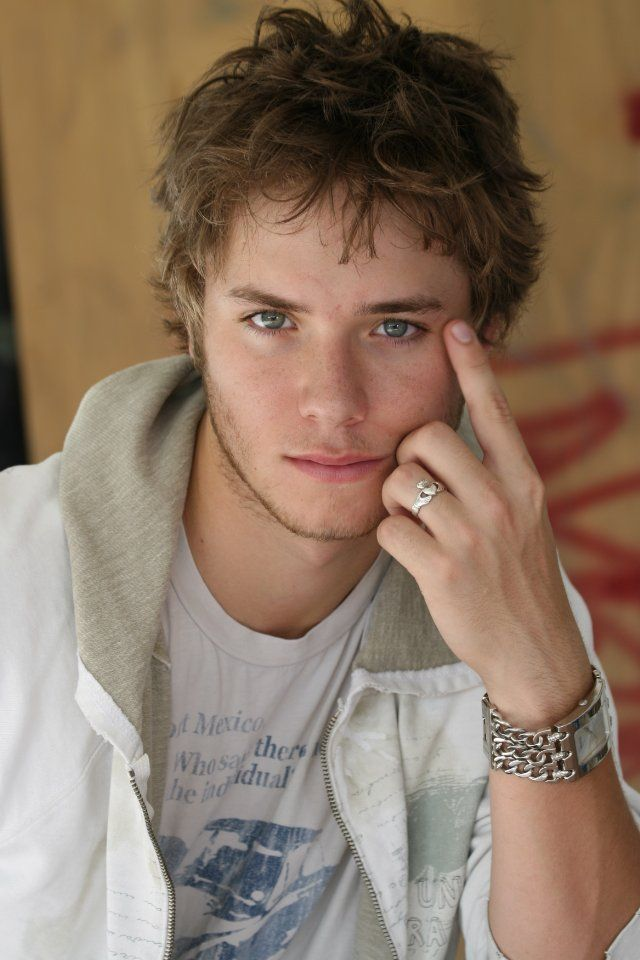 Jeremy Sumpter (he played Peter Pan long ago, and he obviously grew up!! amazing eyes, too)