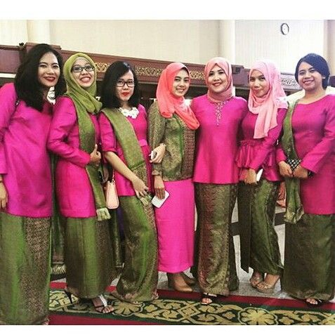 Baju Kurung. Kak copi looks beautiful in pink and green, nice combination.  Courtesy: IG ayasofiacopi