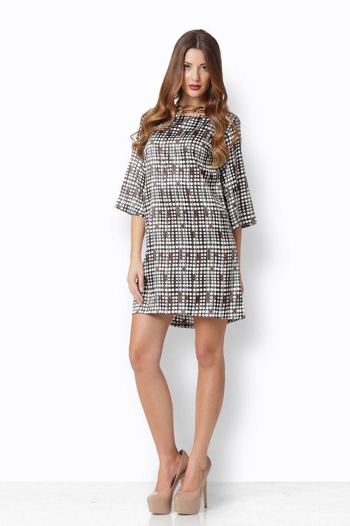 ΑΛΦΑ ΣΑΤΕΝ BEAD BROWN Ένα φόρεμα από φίνο σατέν σε άλφα γραμμή που ταιριάζει σε όλα τα σώματα και μπορεί να σας προσφέρει κομψές και άνετες εμφανίσεις από το πρωί μέχρι το βράδυ.