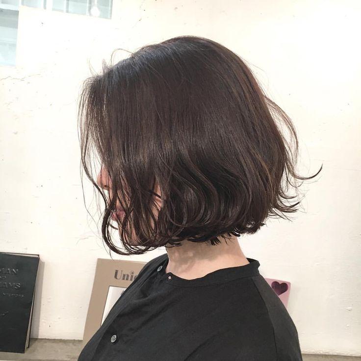 あご下ラインのくせ毛風ボブ クリーミーなグレーベージュにハイライトがMIXされたカラー 透明感バツグンでボブにヌケ感を出します ✨✨ カット✂︎7200 カラー8200 #hair #bob #shima #shimaplus1 #シマ #アッシュカラー #コテ巻き #クルーエル#外ハネボブ #fudge #パリ #tokyo #アンニュイ #吉祥寺美容室 #ファッション #fashion #hairstyle ヘア #ルブタン #くせ毛風 #ボブヘア #透明感カラー #アッシュカラー #ハイライトカラー #ハイライト#大人ミューズ#cluel