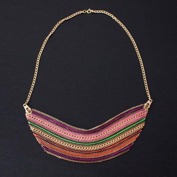La mezcla étnico-industrial es la gran baza de este collar... en poco tiempo tendrás una bonita pieza de bisutería...