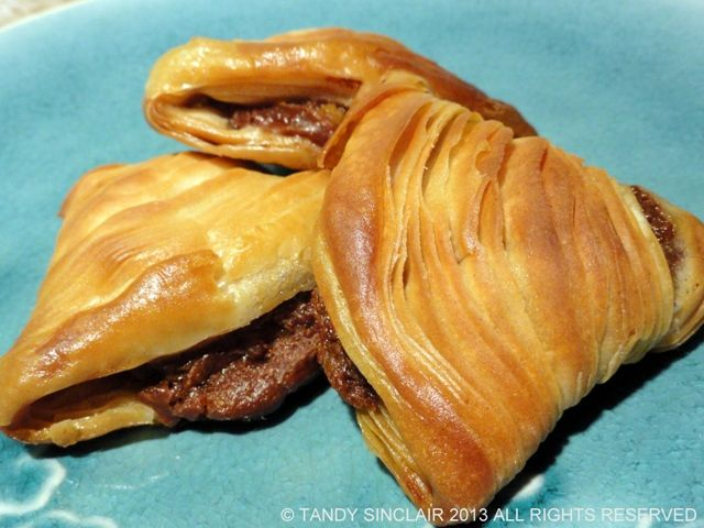 This recipe for chocolate and orange sfogliatelle is not easy and is for experienced bakers. It results in a delicious pastry that is certain to wow anyone trying them