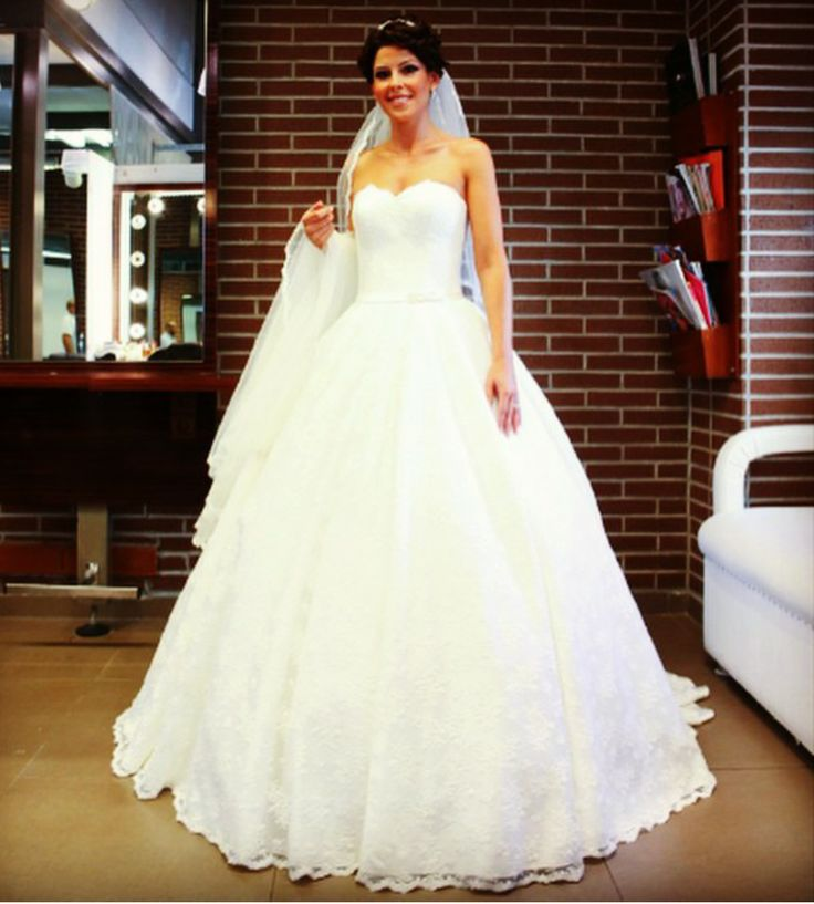 #gelin #gelinlik #dugun #gelinlikmodelleri #gelinlikler  #wedding #weddingparty #bride #weddingdress #weddinggown #marriage  #bridaldress #bridalgown