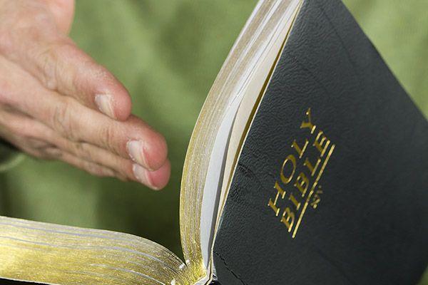 10 ways to plan a Christ-centered wedding