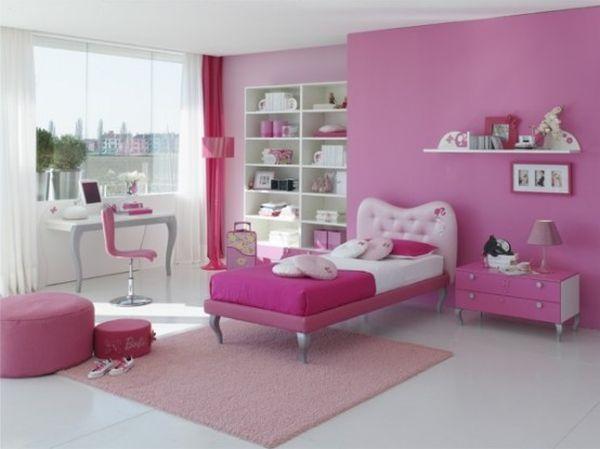 Jede rosa Schattierung ist wunderschön und gehört zu den idealen Farben für junge Zimmer. Dieses Zimmer ist in hellen und dunklen Rosatönen gehalten.