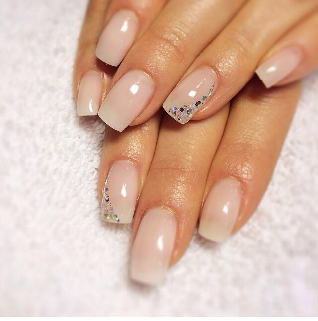 Natural nails with accent