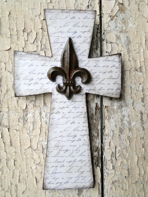 I love crosses and this Fleur de Lis Cross just puts two of my loves together.