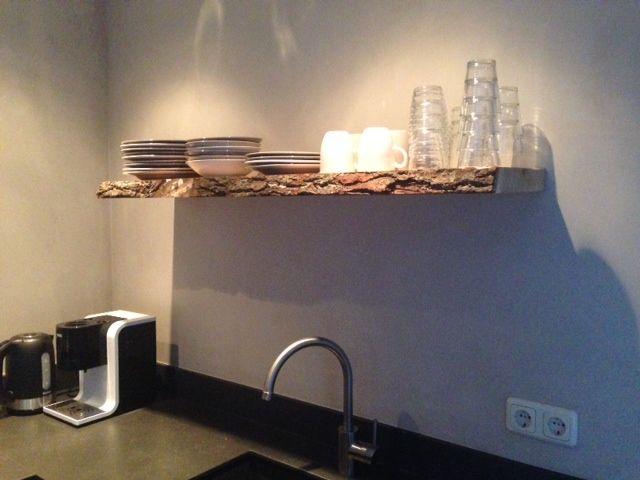 Keukens Ruw Hout : hout planken met schors Google Search interieur
