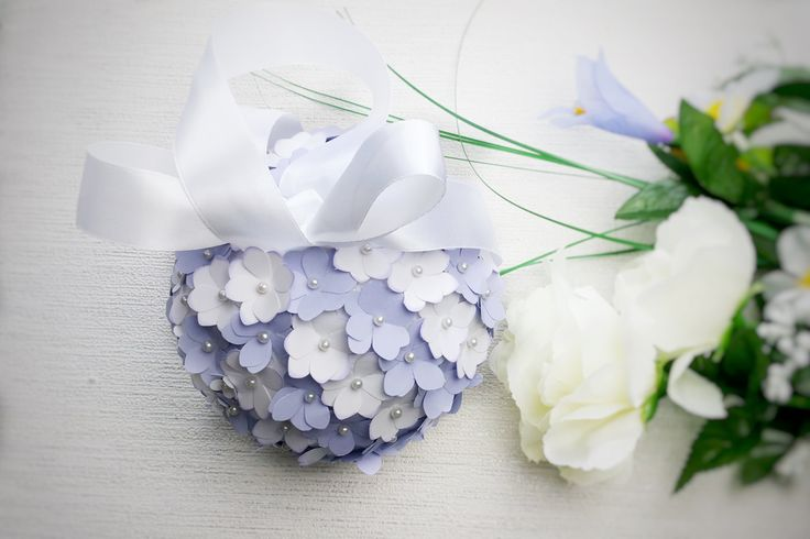 Lilac and white kissing ball, flowergirl pomander, pastel wedding colours, aisle decor, wedding decor, wedding flowers, wedding accessory by DunnCrafting on Etsy