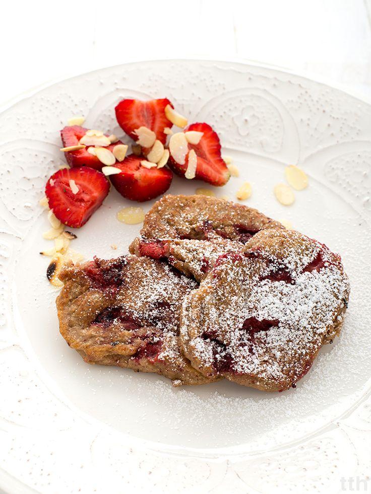 true taste hunters - kuchnia wegańska: Drożdżowe placki gruszkowo-truskawkowe (wegańskie, bezglutenowe i cukru)