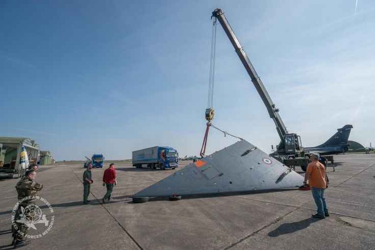 Loading the first to the two delta wings