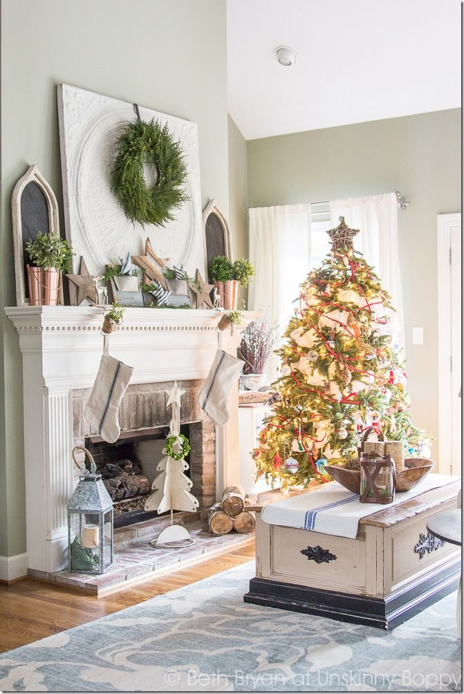 Holiday decorations for the fireplace mantel-- Great Christmas Decorating Ideas inside this post!
