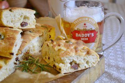 Taliansky chlieb s olivami a susenymi paradajkami - Olive and rosemary focaccia