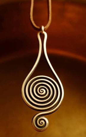 Pretty shape wire swirl pendant