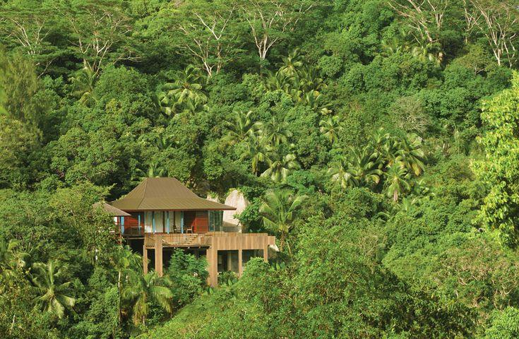 Four Seasons Resort aux Seychelles http://www.vogue.fr/mariage/inspirations/diaporama/le-top-10-des-htels-spcial-lune-de-miel-du-printemps-voyages/19429