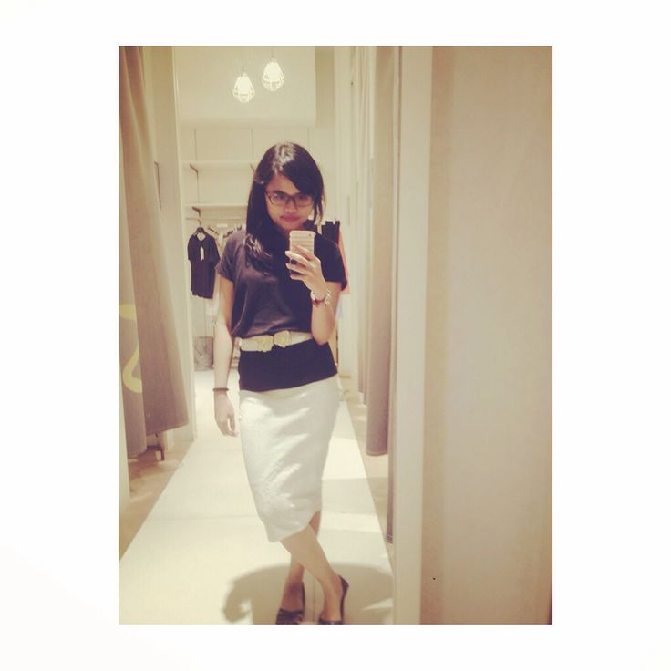 White pencil skirt with casual T-shirt with a little white belt.