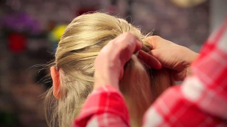 [TUTO VIDÉO CARNAVAL] ♫ Libérée, délivrée ♫ tourne en boucle à la maison ? Alors ce nouveau tuto vidéo devrait vous plaire ;-) Découvrez comment compléter le déguisement de votre petite Reine des Neiges avec la coiffure et le maquillage d'Elsa !