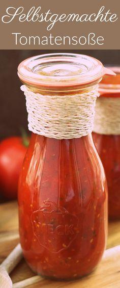 Selbstgemachte Tomatensoße aus frischen Tomaten, Knoblauch, Öl und frischen Kräutern. Zum einkochen geeignet.