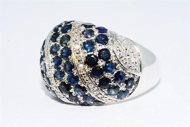 Online veilinghuis Catawiki: 925 sterling zilveren ring gezet met 3.63 ct. natuurlijke blauwe saffier & diamanten .