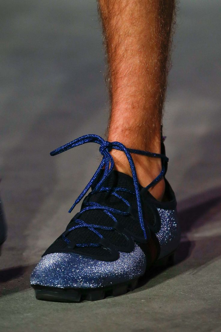 gucci shoes for men blue. see all the accessories, jewelry, shoes, purses, and more detail photos from gucci spring 2016 menswear fashion show. shoes for men blue h