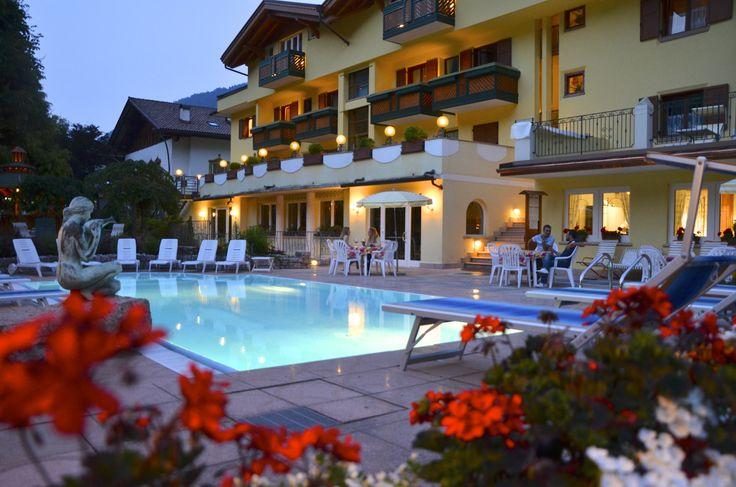 Atmosfera romantica in piscina