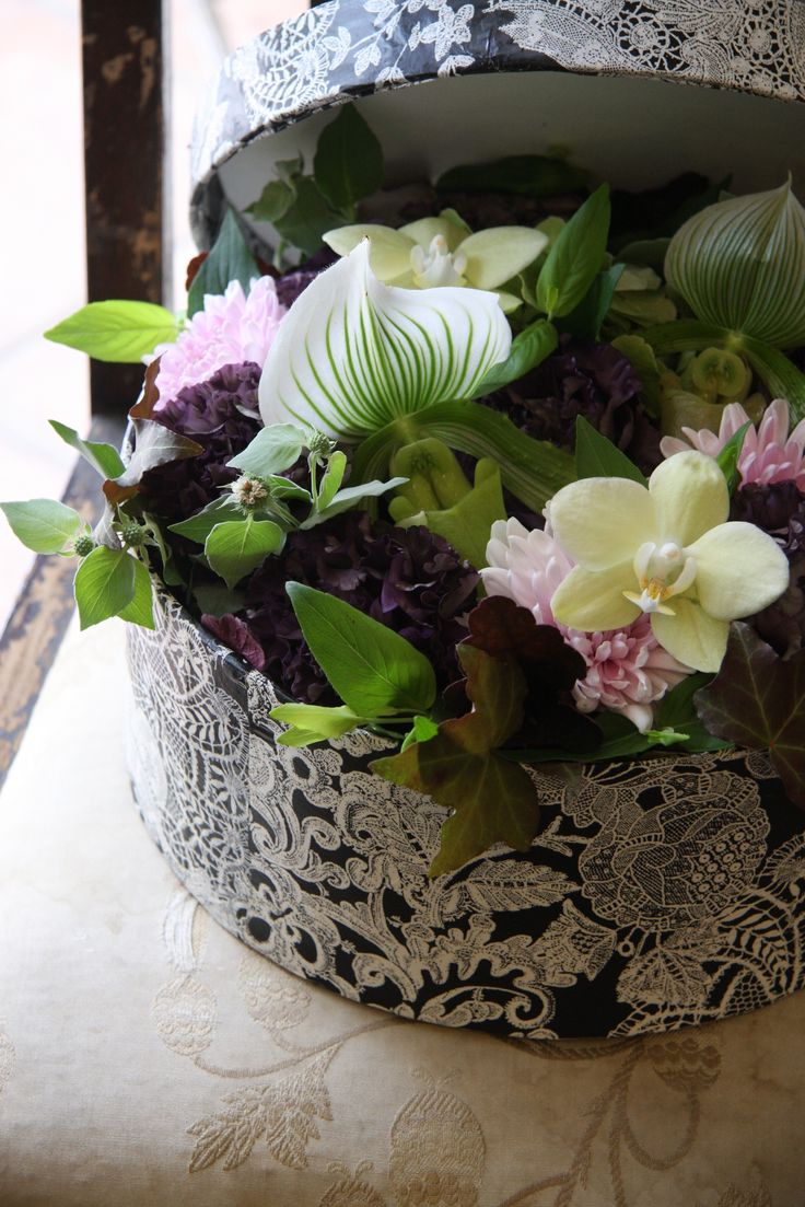 box-flower: orchid,eustoma and mum