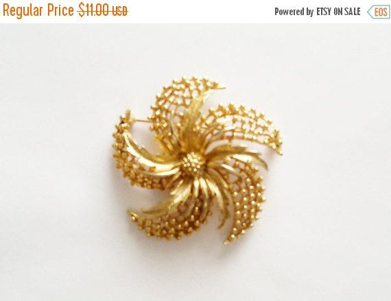 Vintage Brooch Lisner Gold Tone Flower by YoursOccasionally