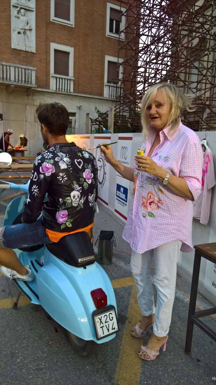 Dipingendo Daniele  al terzoMemorial Nicola motor beer fest Caterina Borghi