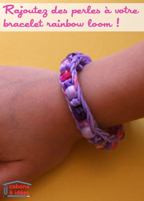 Ma fille aime toujours autant faire des bracelets en élastiques. Même si elle fait la plupart du temps les mêmes modèles, elle ne se lasse pas. Pour changer un peu quand même, je lui ai montré comment intégrer des perles dans ses bracelets. Ce n'est pas super compliqué et on n'a même pas besoin de métier à tisser, on peut le faire sur deux crayons. En revanche, le crochet qui vient avec le métier à tisser sera assez utile ;) Matériel nécessaire pour faire un bracelet rainbow loom avec ...